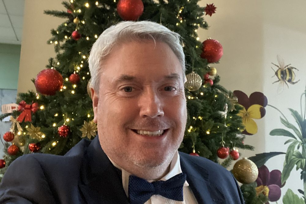 Invizear Winter Newsletter - Alan Hopkirk wishes all his patients and friends a Merry Christmas